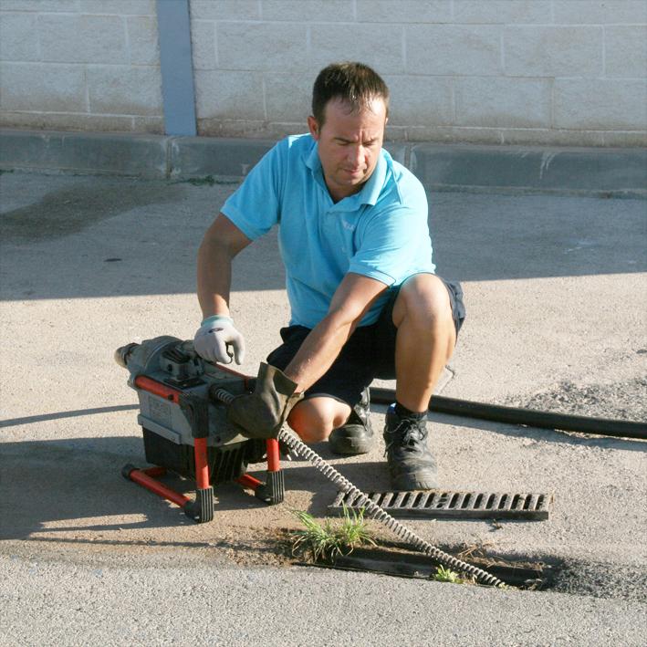 Limpieza de raices en tuberias. Desatrancos, desatascos urgentes en Benidorm, Villajoyosa, Mutxamel, Playa de San Juan etc...
